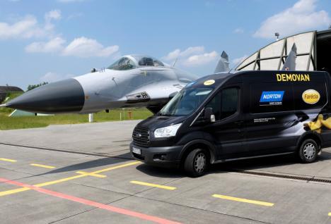 Marki Saint-Gobain Abrasives w projekcie renowacji Samolotu MiG wykonanym przez Grupę Archeo Łask